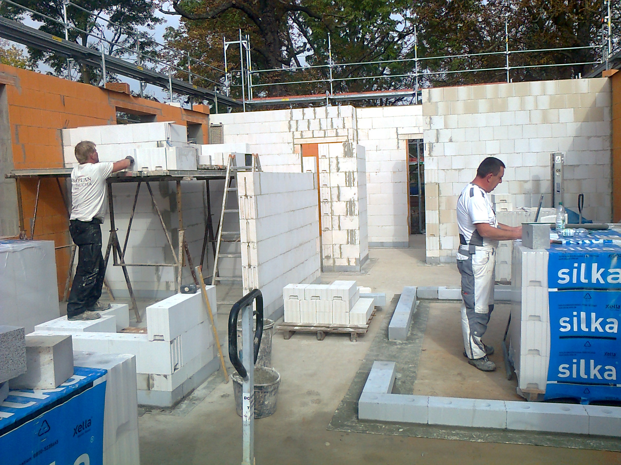 Innenmauerwerk aus Kalksandsteinen auf einer ISO-Kimmschicht