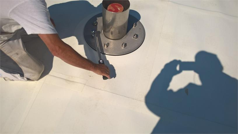 Verschraubung wird mittels Drehmomentschlüssel vorgenommen.